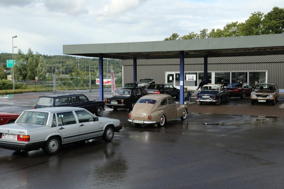 Klassiker höll i en av frågorna under lördagens veteranbilsrally. Kontrollen var placerad vid en nedlagd bensinmack.
