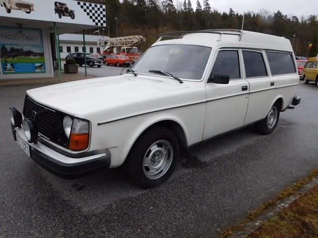 Volvo 245 GL med högt tak 1976