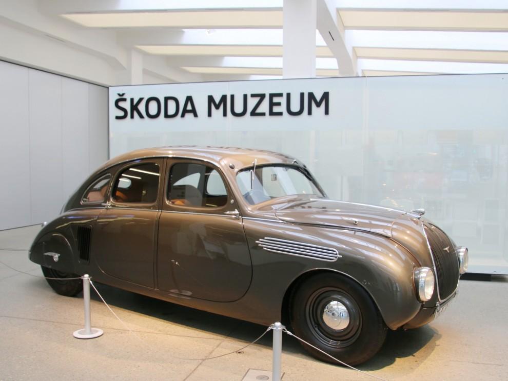 Bilarna roterar en del på museet och i entrén brukar det alltd bjudas på något extra spännande. Som denna 935 Dynamik, strömlinjeprototyp från 1936.
