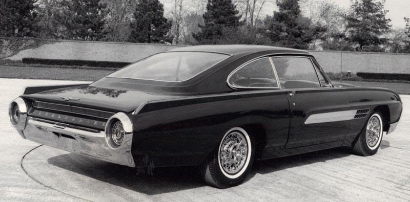 Ford Thunderbird som fastback? Idén fanns i början av sextiotalet men ratades. Men visst är taket ändå slående likt det som dök upp på Ford Capri drygt tio år senare?