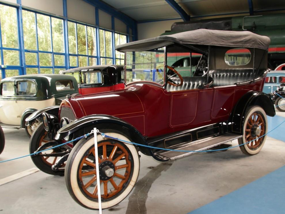 Lite äldre fordon finns också på museet, det här är en Willys-Knight från 1916