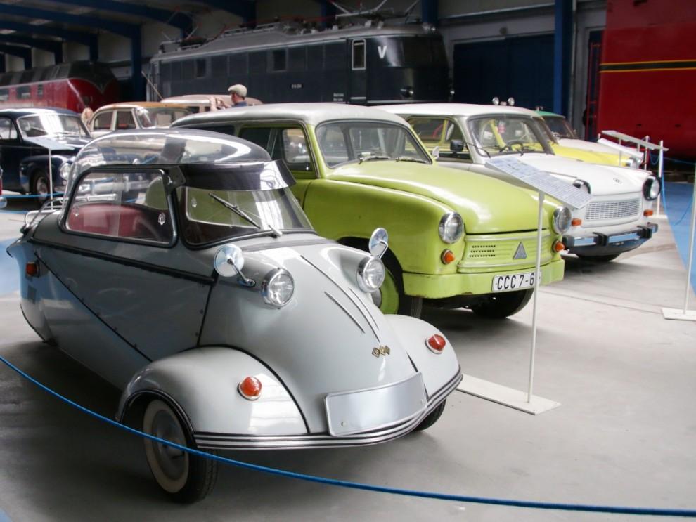 Lite västtyska bilar får plats ocksåp, Messerschmitt och en Lloyd kombi samsas med TRabant.