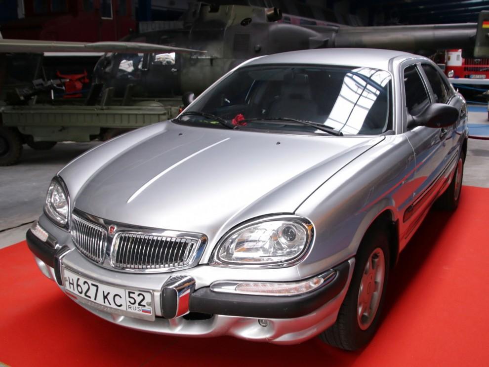 I rakt nerstigande led från Volga M21 ser vi den märkliga Volga 3111.  En helrysk lyxbil som visades 1998, kom i produktion runt 2001 och lades ner kort därefter. Det var tänkt att vara en konkurrent till BMW 5-serie, Mercedes och den ligan. Men de ryssar som hade råd med detta valde ändå Mercedes, BMW eller AUdi framför Volgan.  Modell 3111 kom att byggas i bara drygt 400 exemplar.