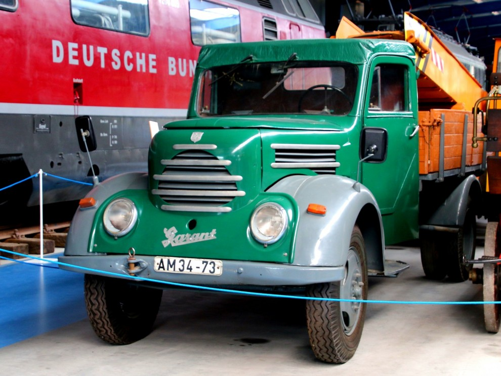 PÅ sin tid vanlig mellanklasslastbil i öst, Robur Garant 1958.