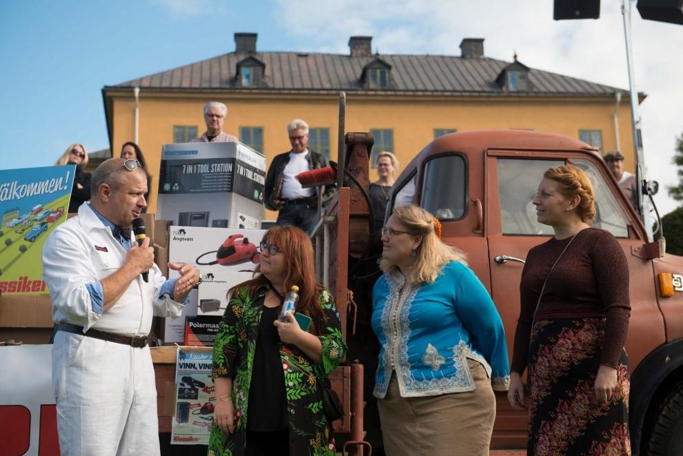 Jaana Kallio Hemlin med butiken Essibella och Teresie Nilsson som håller i vintagemarknaden stod bakom en fantastiskt modevisning av 70-talskläder.