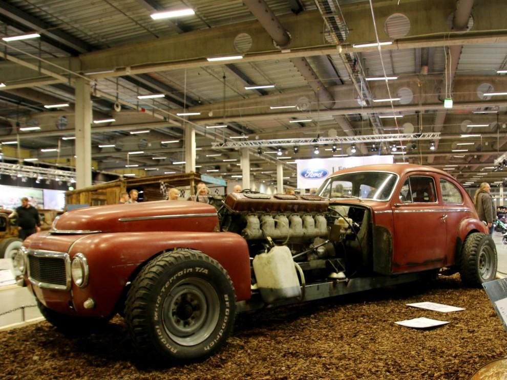 Årets galnaste bygge, Victor Jönsson nöjde sig inte med att småtrimma sin PV. Nej, i med en sovjetisk stridsvagnsmotor istället! En V12 på 38,8 liter från en T-55!