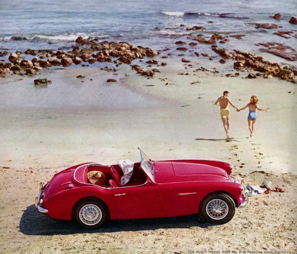 Sportig strandbil, Austin-Healey 3000, men varför är det nästan alltid så ödsligt på dessa reklambildstränder?