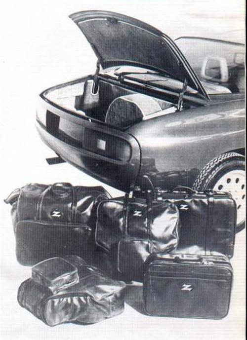 Trångt om saligheten i ett mycket sällsynt bagageutrymme. Alfa Romeo Zeta 6 var en prototyp som nästan byggdes i två exemplar. En färdig bil och en tom kaross blev det från Zagato innan projekt Zeta 6 stoppades.