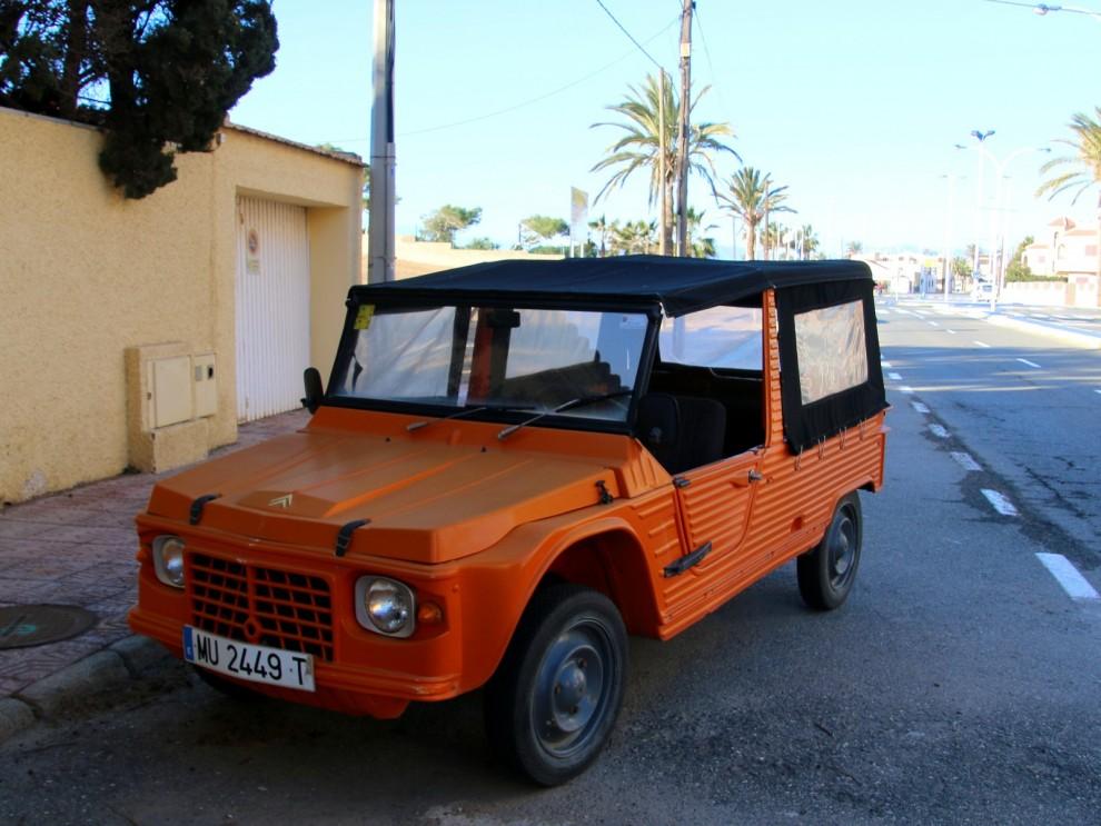 En Citroën Mehari står långtidsparkerad i Puerto de Mazzaron