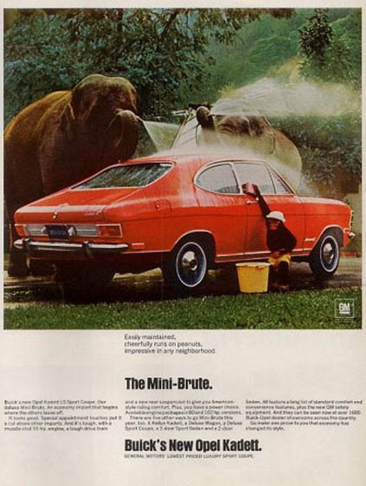 """Lilla Opel kallade Buick fär """"mini-brute"""" i annonserna, gärna ihop med exotiska djur."""