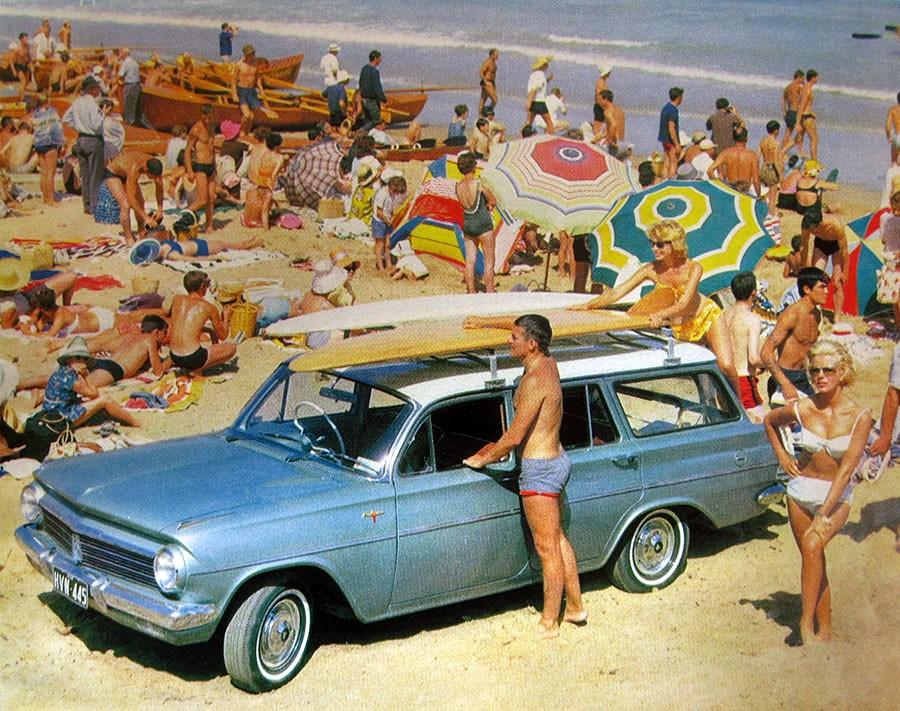 Trångt om saligheten, men lite plats över för nya Holden EH wagon fanns det.