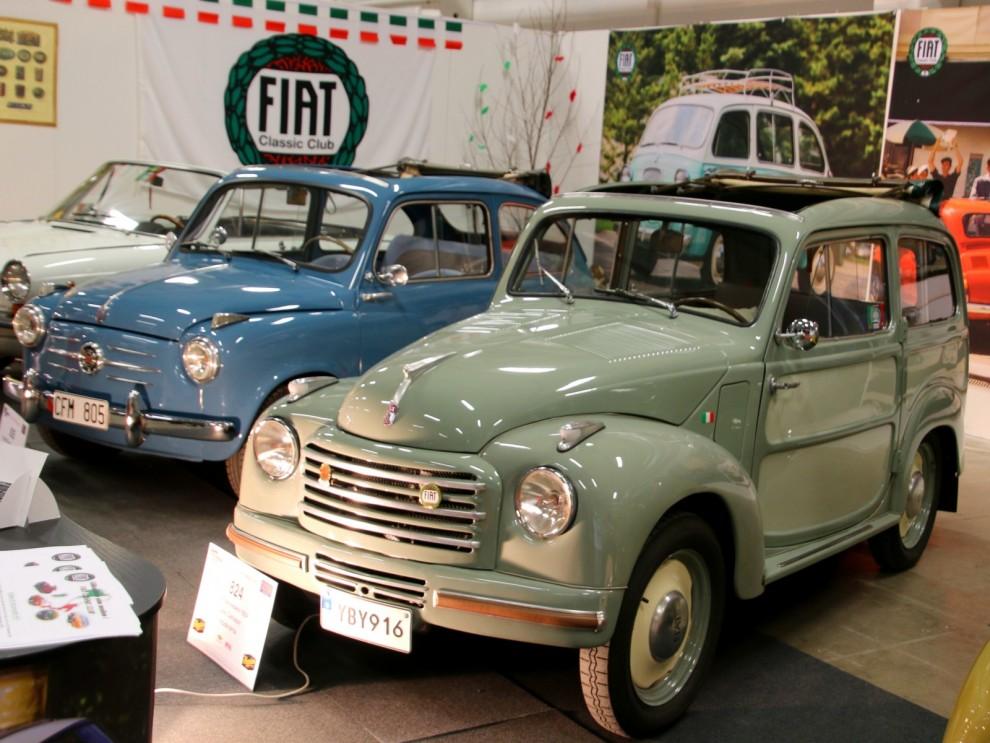 Smått och gott i Fiatklubbens monter, närmast en ovanlig Belvedere från 1954