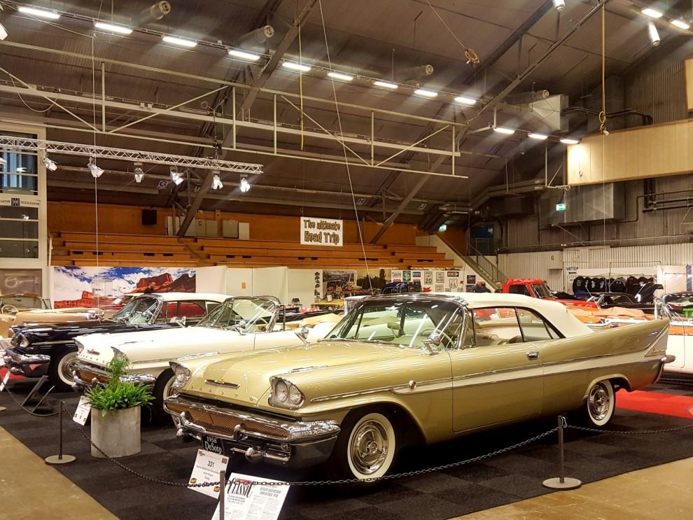 1958 byggdes det blott 82 stycken av dessa De Soto Adventurer cabrioleter. Här står TRE av dom!  Arne Nilsson i Torsby är det som äger och renoverat dessa rariteter