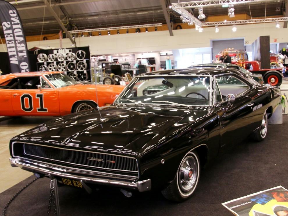 Dodge Charger 1968, snygg i svart, så som den känns igen som skurkarnas bil i Bullit.