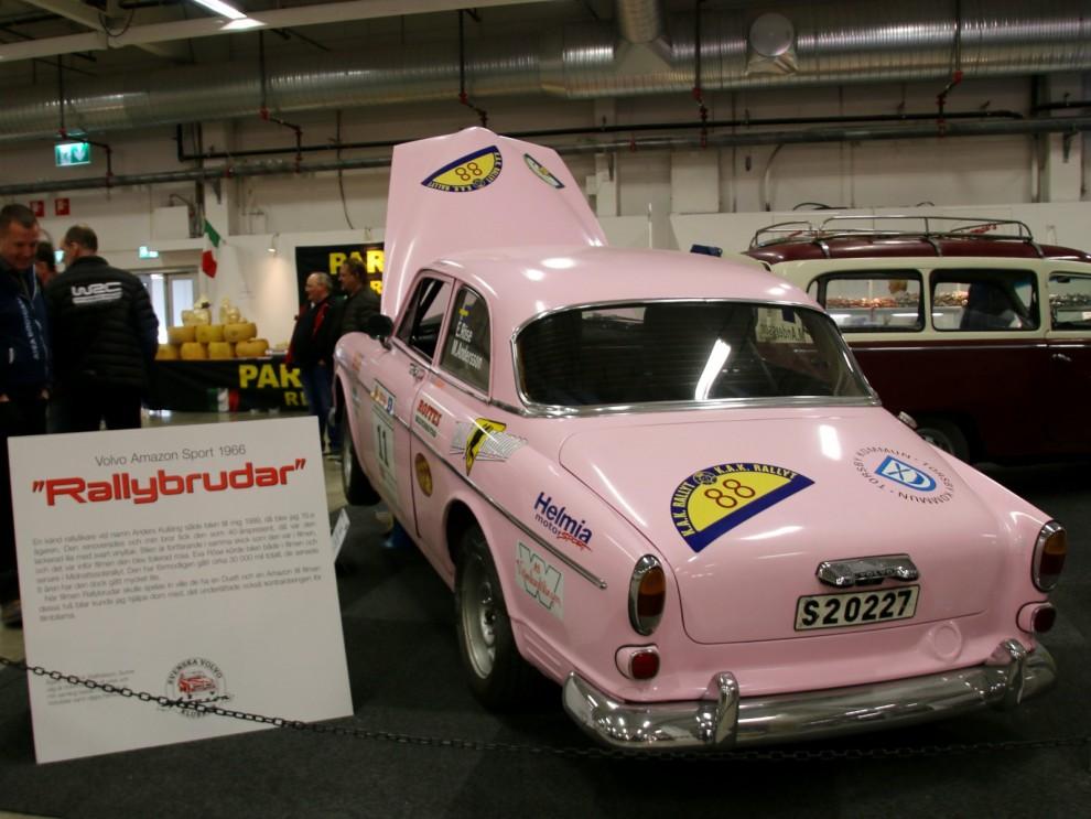 Filmbilar var ett genomgående tema. Både äkta vara  och modeller som är kända från filmens värld.  Den rosa amazonen är välkänd från filmen Rallybrudar.