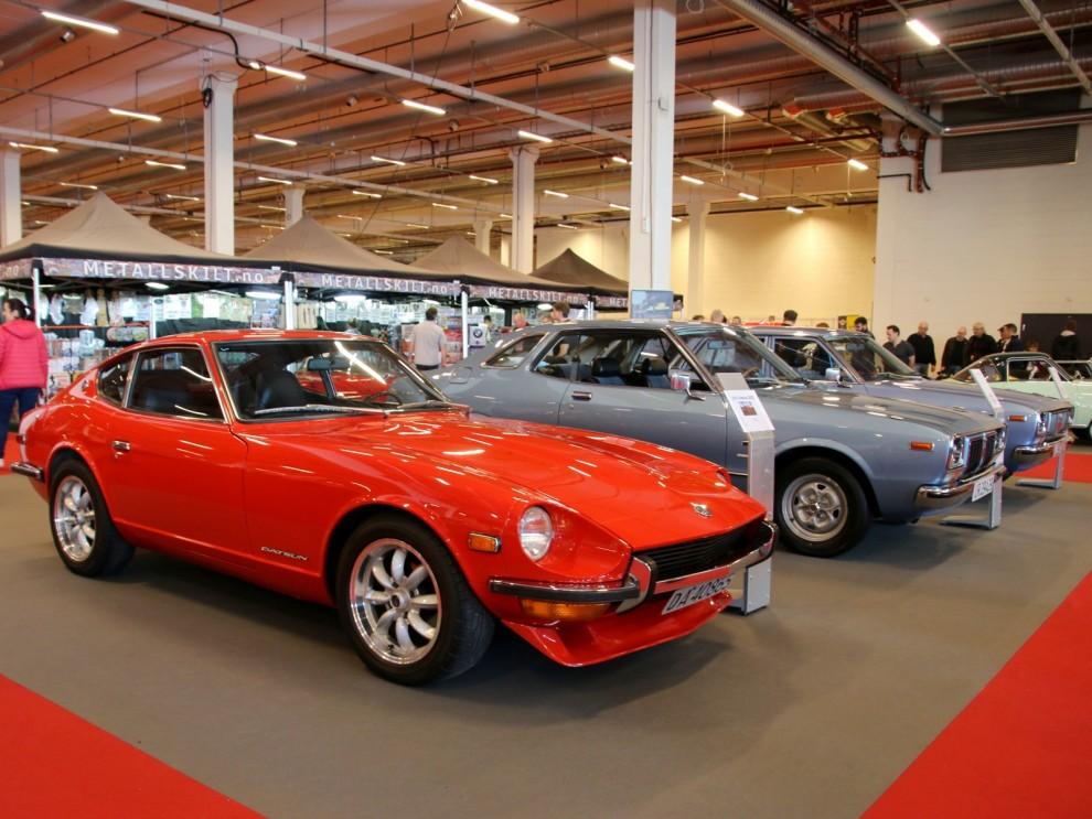Datsun på rad, närmast 240Z. En hel del av de som såldes nya i Sverige kom senare hamna i Norge.