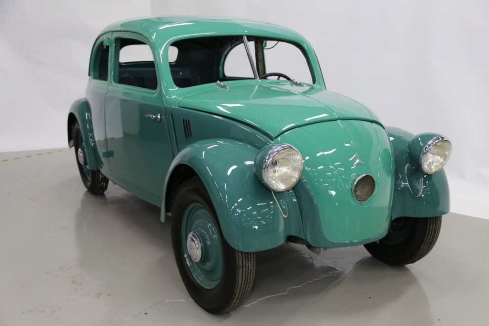 En Mercedes med svansmotor! MB 170H 1936. Renoveringen är långt gången men bilen är inte helt monterad och en del delar saknas.