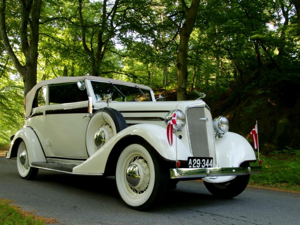 Ett gäng från Danmark kom med sina bilar till Tjolöholm. Det här är en Chevrolet 1934 med karosseri från Bülow i Köpenhamn