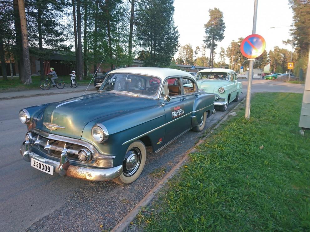 Cruisingen i Östersund samlar många bilar och Plan 53 får genast sällskap av Anders Bengtssons fina mint färgade 53´a. Anders var med i Plan 53 äventyret från början och har varit till stor hjälp.