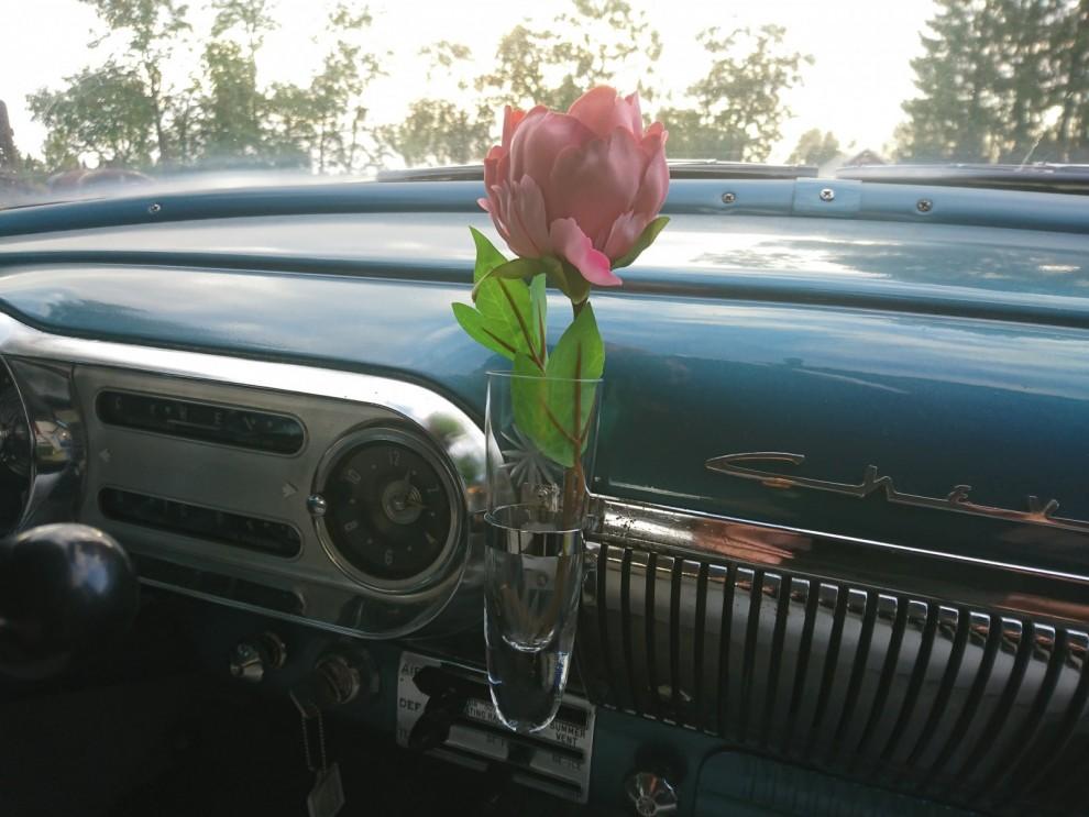 Det enklaste blev nästan det svåraste. I över 7 månader var vasen tom. Det blev till slut Kåres fru Lena som löste problemet med den saknade rosen i vasen.
