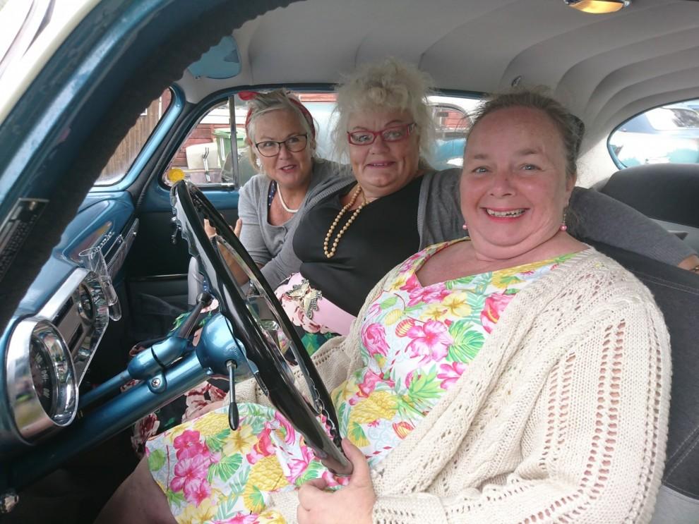 Berit Olofsson, Kicki Torpemo och Maria Wall var förväntansfullt glada och såg fram emot att åka Plan 53.