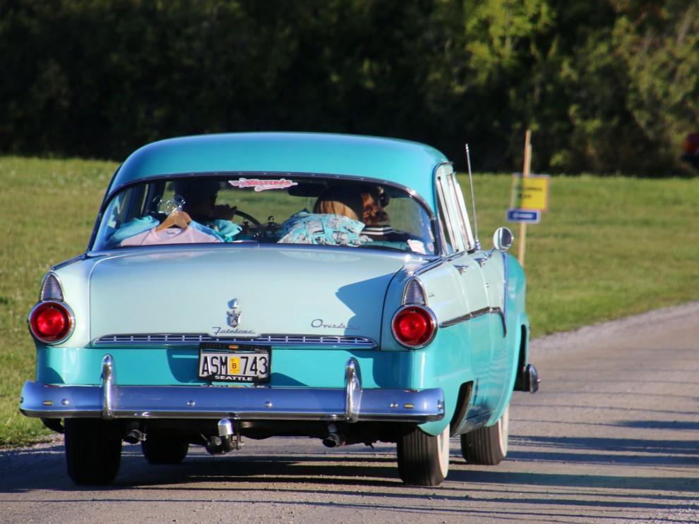Och den vanliga fyrdörrrs sedanen med stolpe var en Fairlane Town Sedan