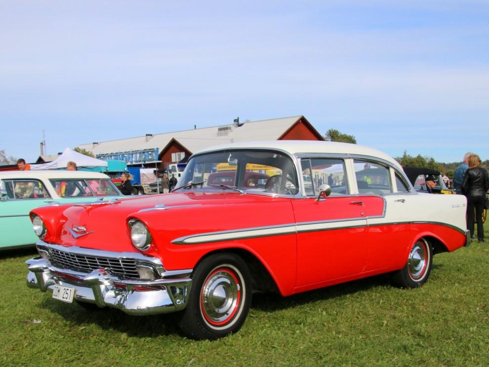 Chevrolet 1956 är likaledes en populär bil. 1956 ledde man över Ford med drygt 1,5 miljoner tillverkade bilar, Ford låg sådär 160 000 bilar efter. Ganska jämnt race alltså.