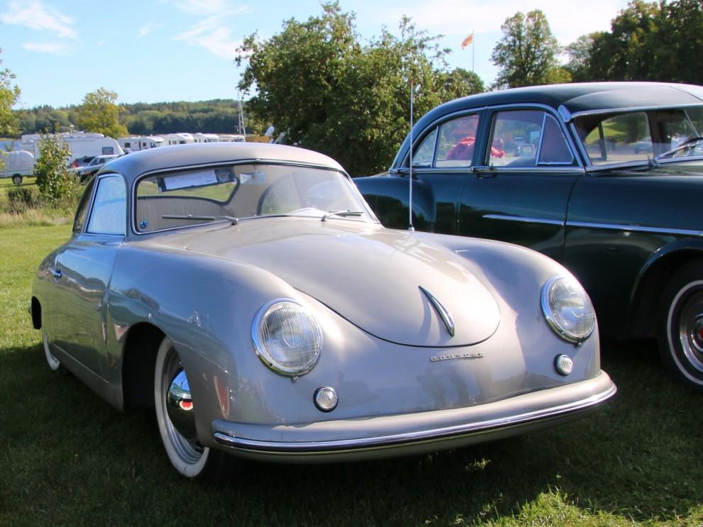 Porsche 356, en som i kretsarna kallas för 'pre-A'  356A kom 1955 och de tidigare blir ju då i efterhand pre-A