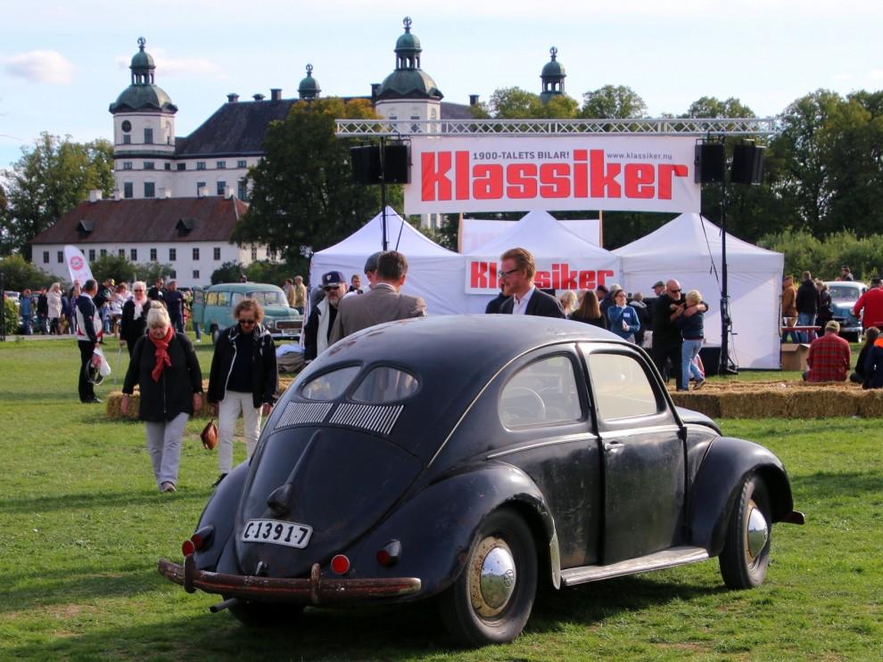 Tidig Volkswagen typ 1'split' från 1950 i orenoverat skick väckte mycket uppmärksamhet