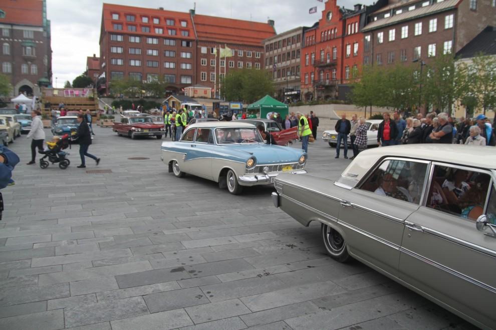 Det är en fantastisk mångfald av olika fordon som deltar. Ford Taunus 17M P2 var en vanlig bil från slutet på 50-talet. Men när såg du en sådan sist?