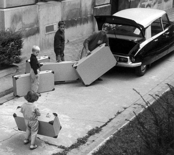 Ju mer väskor desto bättre får det plats i Citroën DS, 1958