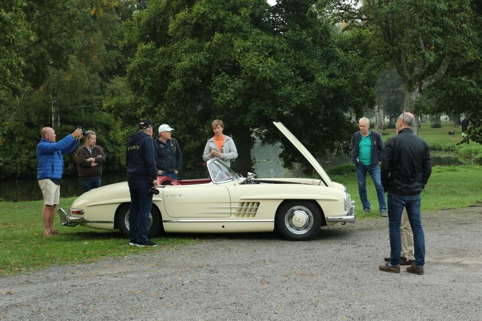 Kommer man sin Mercedes-Benz 300 SL till Frukostklubben får man vara beredd på att prata en del!