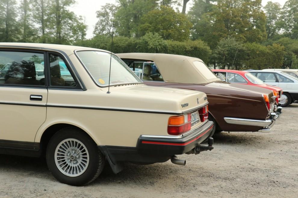 Så många nyanser av brunt! Volvo 240 och Rolls-Royce Corniche.