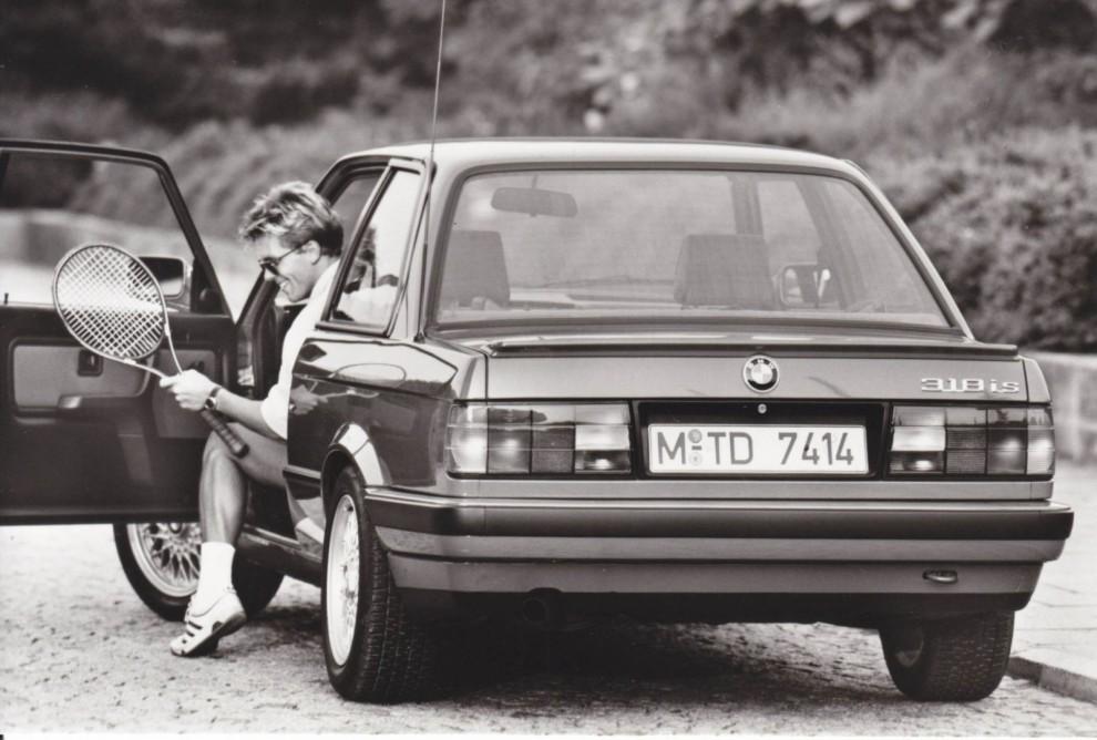 318is kom 1990 och hade lite mer prestanda än vanliga 318i, och twincam motor.
