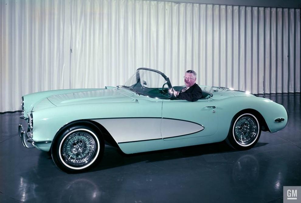 Inte så mycket specialkaross som specialbygge. Det här är den Corvette som förärades prins Bertil 1956.  En slags fabrikscustom