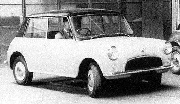 På väg att bli den legendariska hundkojan, Austin Se7en/Morris Mini Minor som kom att heta. Här gick den dock ännu under experimentnamnet XC9002