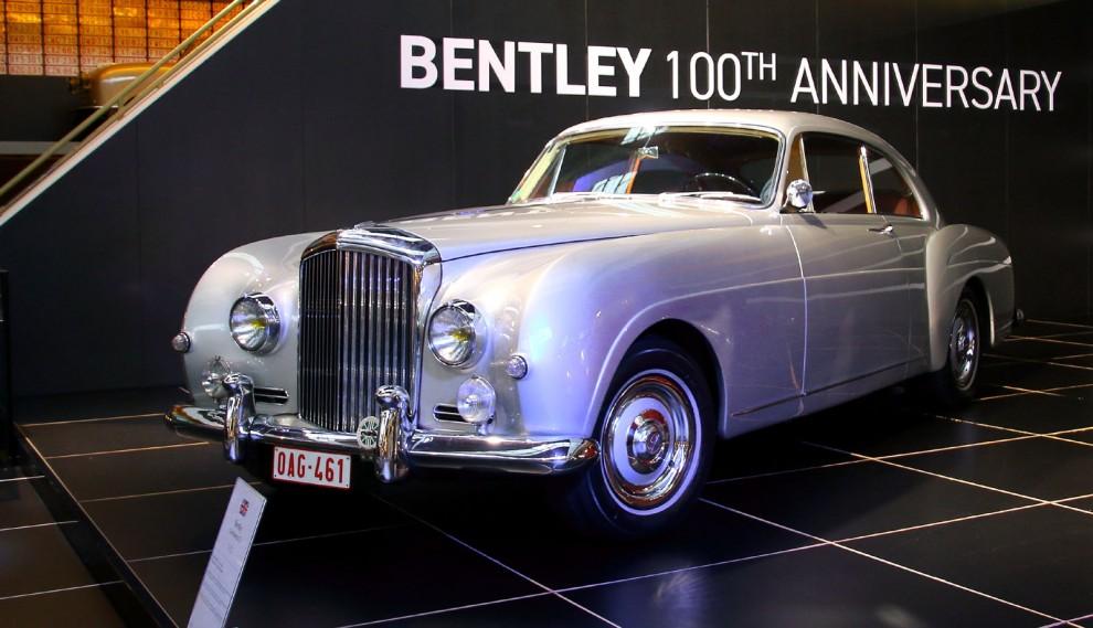 431 stycken S-1 försägs med det här vackra karosseriet och hette Continental, årgång 1957.