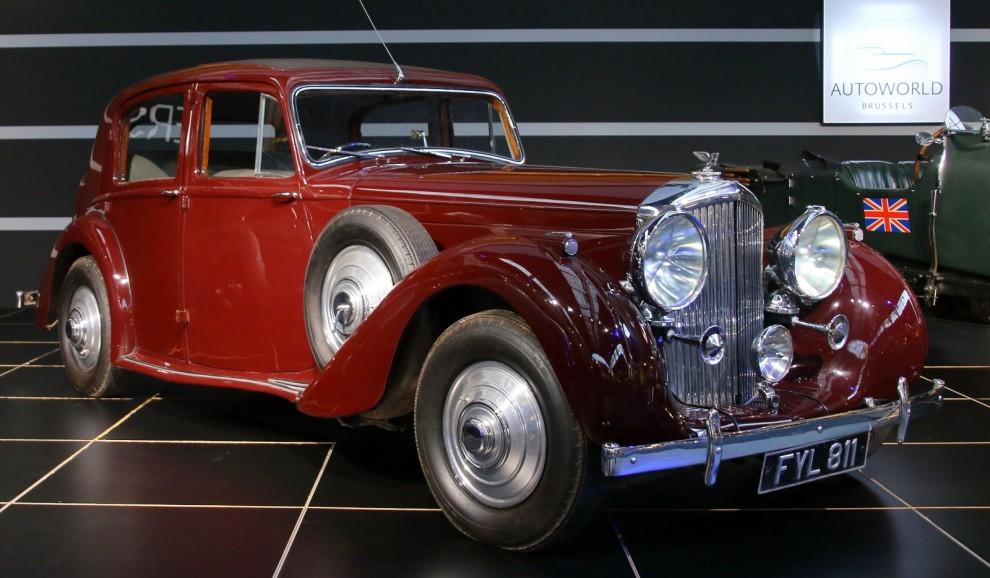 Bentley mk V kom i fel tid, alldeles förekrigsutbrottet. Så det blev bara 15 chassin byggda,  varav 11 försågs med kaross. Den sista levererades så sent som 1941.