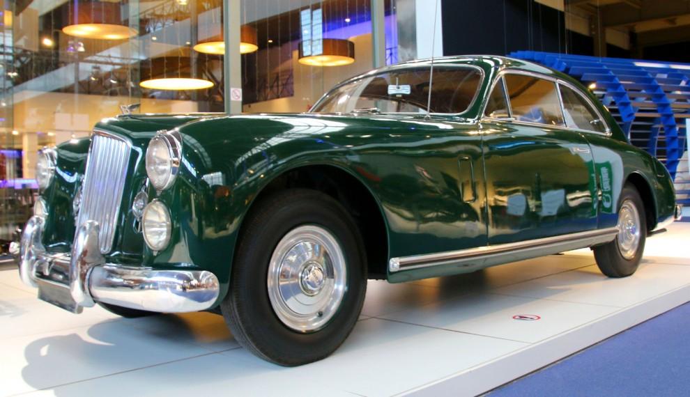 1948 visades Bentley Cresta upp på parissalongen.  För formen stod Pininfarina och karossen byggdes av Facel Metallon i Frankrike.