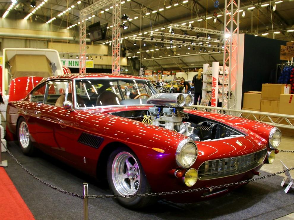 Dragracebyggd Ferrari 250GTE, och det är äkta vara också.  Michael Kouroch från Kalifornien visade upp den spektakulära bilen.