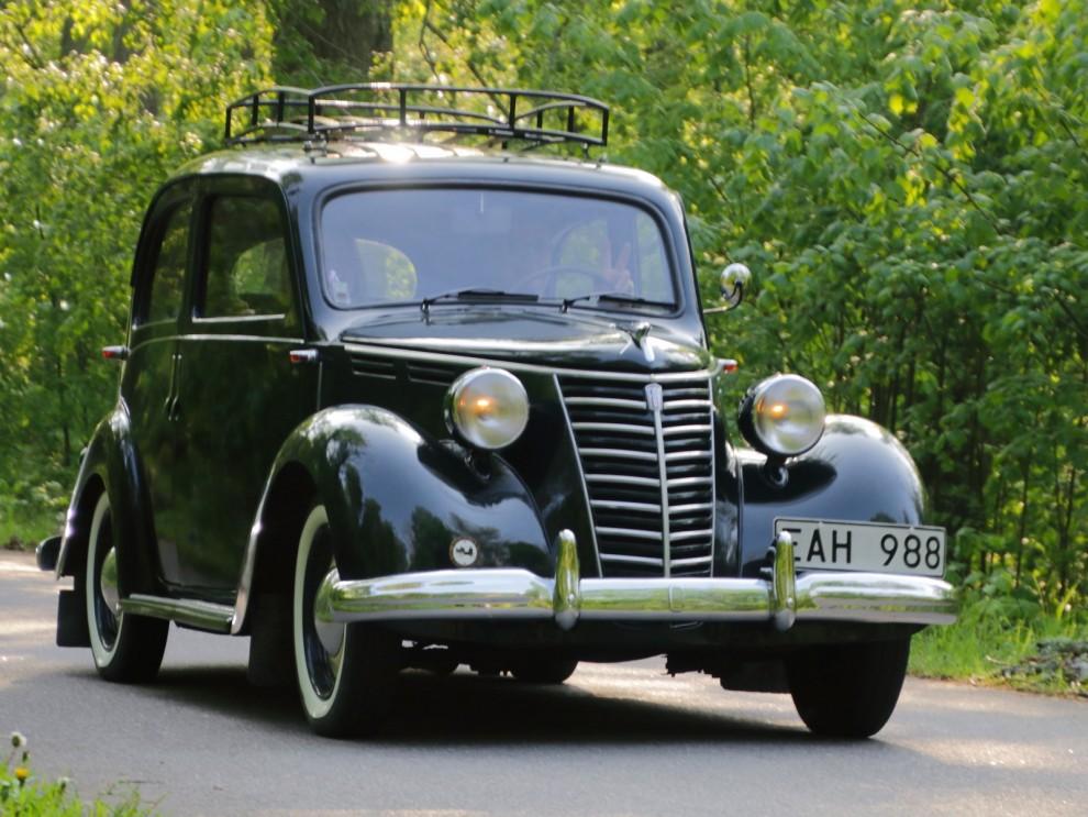 Fiat 1100 årgång 1951 rullar in.