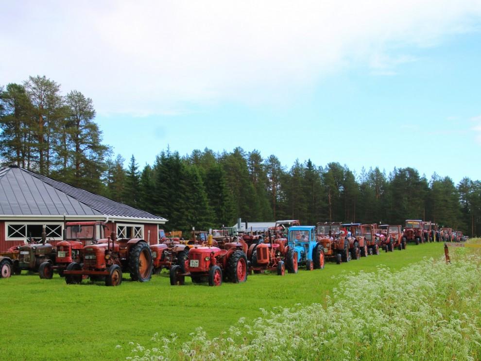 Traktorer traktorer traktorer så långt ögat når