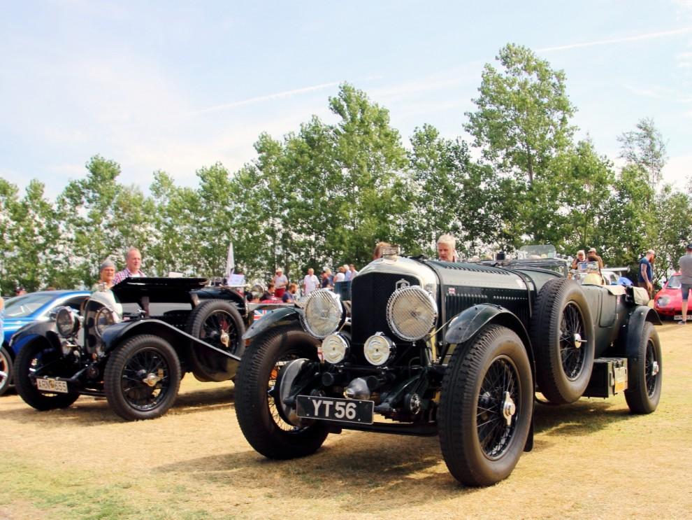 Börjar med brittiskt, Bentley fyller 100 år och här visas två fina 20-talare upp. Bentley var stora, starka och snabba bilar.