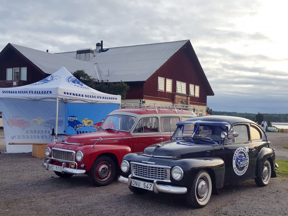 Tidig morgon och Volvo PV-klubben på plats