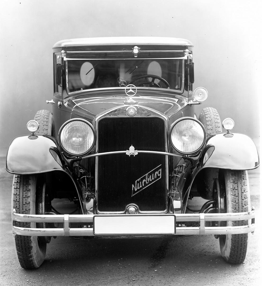 Mercedes-Benz Nürburg 460 från 1930 var en av de första dedikerade påvebilarna.