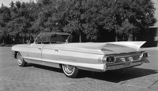 Lincoln kom med en stor fyrdörrars öppen bil 1961, Det fanns planer hos Cadillac att göra likadant, men det gjorde man dock inte.