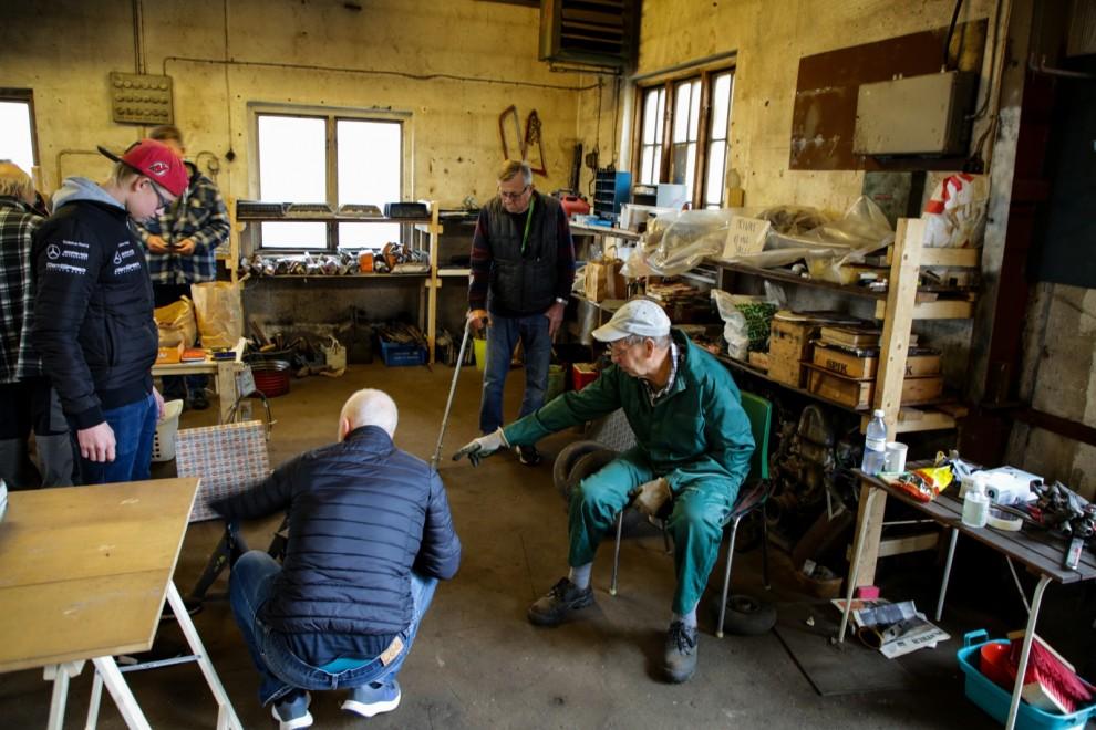 Bertil Carlsson har en fantastisk koll på vad som finns. Under åren har han sålt av en del reservdelar men det är först nu han släpper sitt verktygssortiment.
