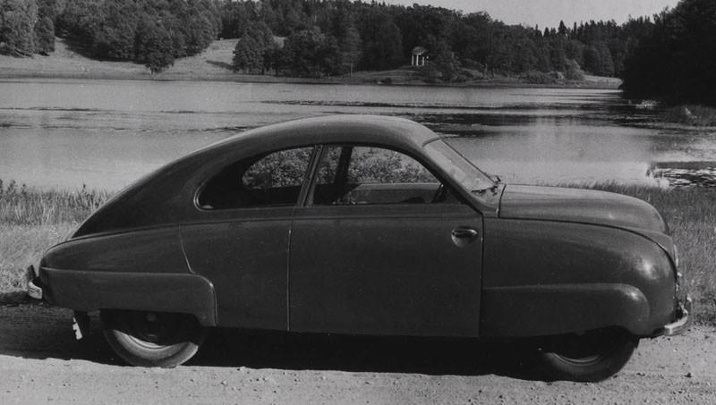 Saab prototyp #2 från 1947. Med vågat nerdragna skärmar och försänkta dörrhandtag.