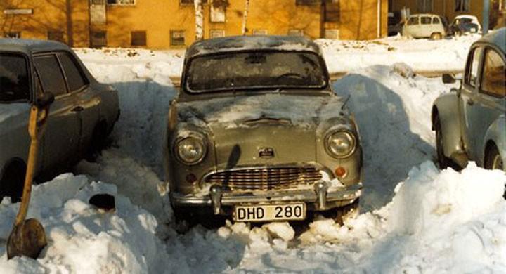 Austin Cambridge gömd i snö