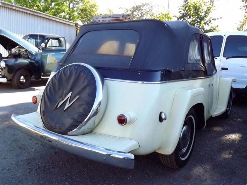 Jeepster fick mycket ovationer för sin design när den introducerades, för formen stod Brook Stevens.